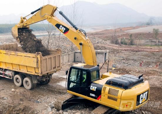 卡特彼勒326D2挖掘机
