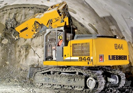 利勃海尔R924C挖掘机
