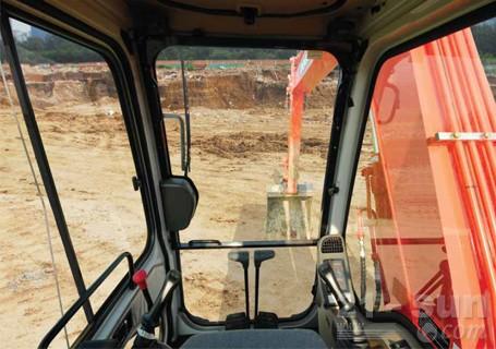 斗山DH80GOLD挖掘机外观图1