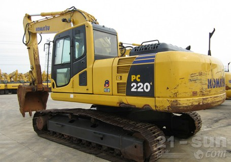 小松PC220-8挖掘机外观图1