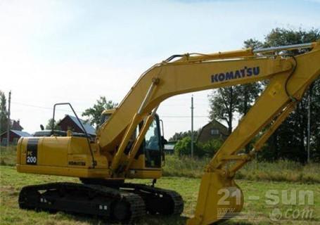 小松PC220-8挖掘机外观图2
