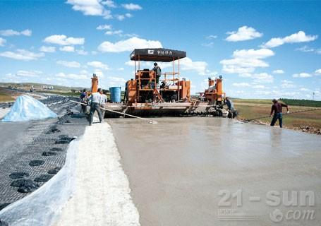华通动力HTH3400B滑模式水泥摊铺机