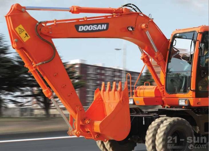斗山DH150W-7轮式挖掘机外观图2
