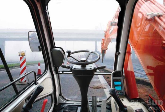 斗山DH150W-7轮式挖掘机外观图4