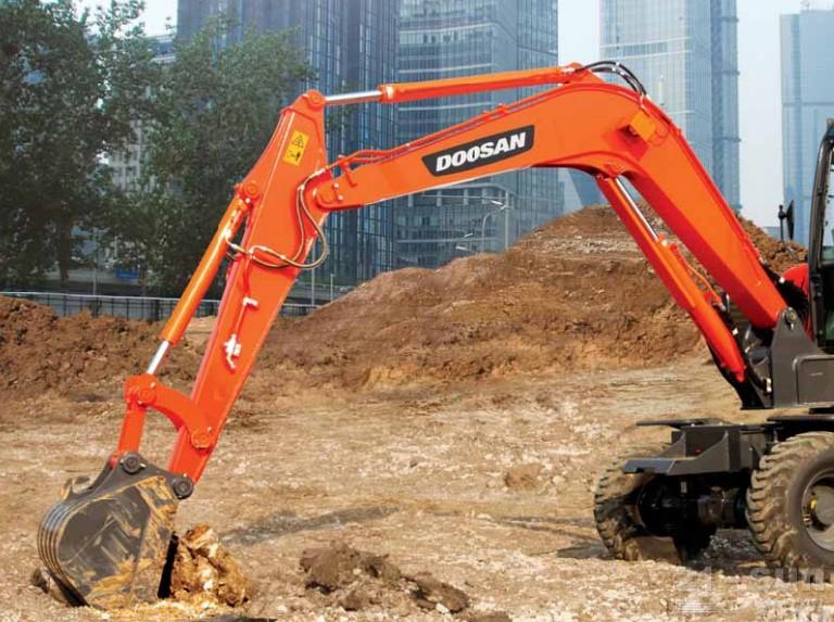 斗山DX60W轮式挖掘机外观图2