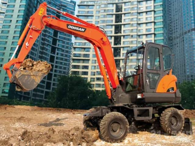 斗山DX60W轮式挖掘机外观图3