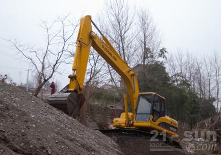 中联重科ZE230E挖掘机外观图3