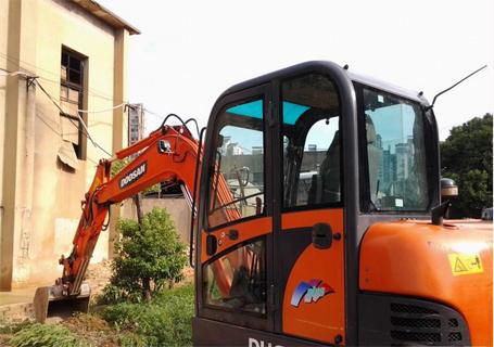 斗山DH60-7挖掘机外观图1