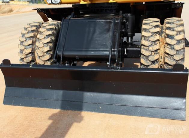 卡特彼勒M320D2轮式挖掘机外观图4