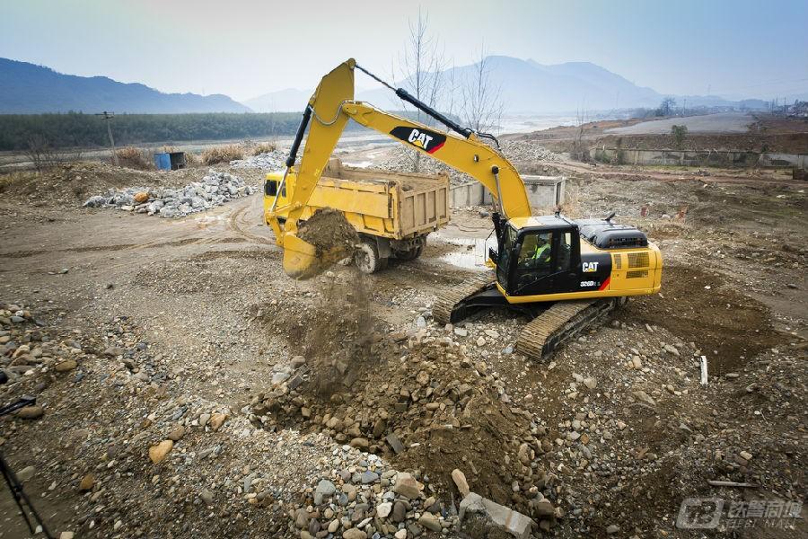卡特彼勒326D2 L履带挖掘机外观图1