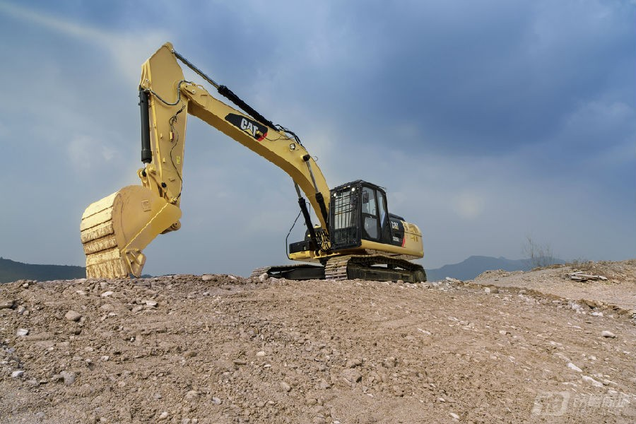 卡特彼勒326D2 L履带挖掘机外观图3