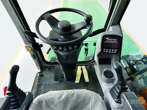 詹阳动力JYL6085轮胎式挖掘机外观图2