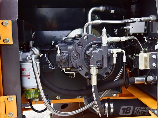 詹阳动力JYL6085轮胎式挖掘机外观图3