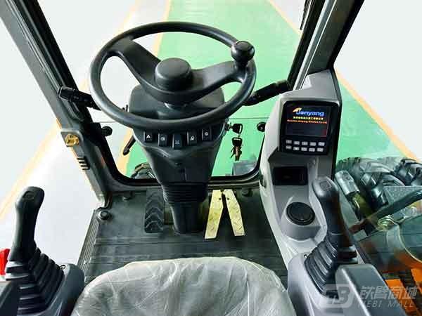 詹阳重工JYL615E-N轮胎式挖掘机外观图3