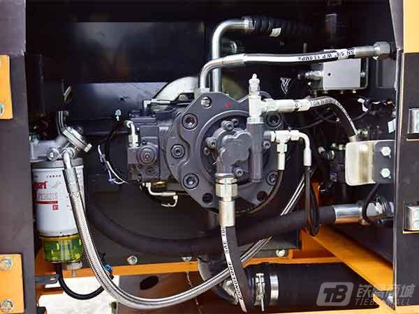詹阳重工JYL621E轮胎式挖掘机外观图2