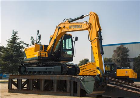 现代R130VS履带挖掘机外观图2
