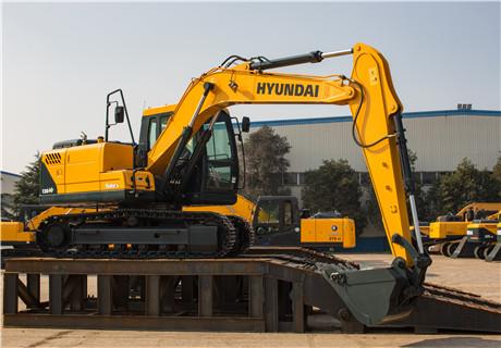 现代R130VS履带挖掘机外观图3