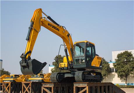现代R130VS小型挖掘机外观图5