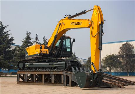 现代R305LVS中大型挖掘机外观图2