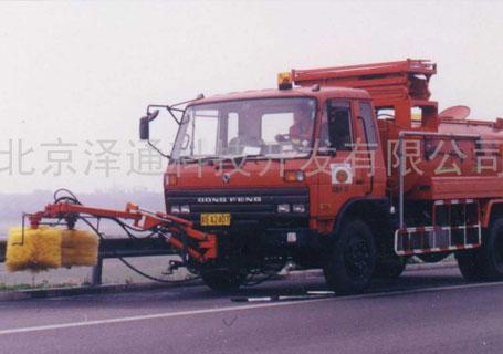 泽通ZTFZB-600  高速公路防撞板清洗车