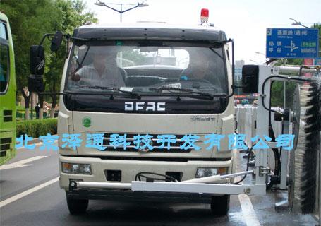 泽通ZTHL-2001第二代多功能城市护栏清洗车