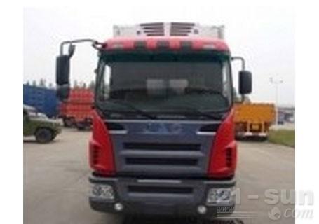 青岛雅凯格尔发7.5米,8.5吨4*2冷藏车