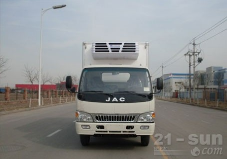 青岛雅凯江淮威铃5.2米货厢,4.5吨冷藏车