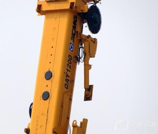 徐工QAY1200全地面起重机外观图3