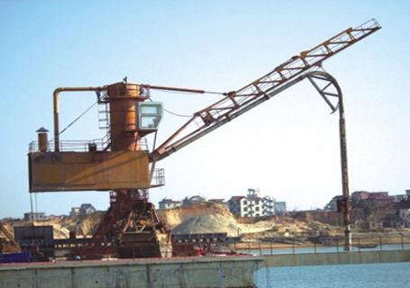 海盛重工轨道式行走连续气力卸船机