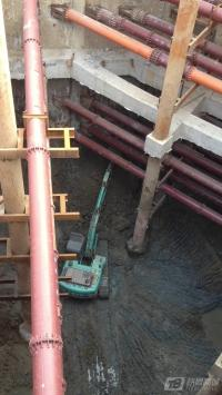 28米深地铁施工的神钢挖机