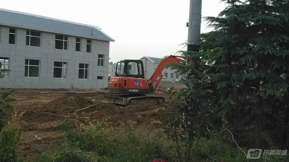 斗山DH60-7挖掘机外观图4