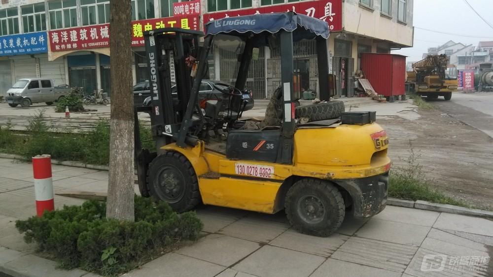 柳工CPCD35重型叉车外观图2