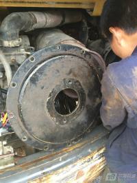 修理中的玉柴35挖机