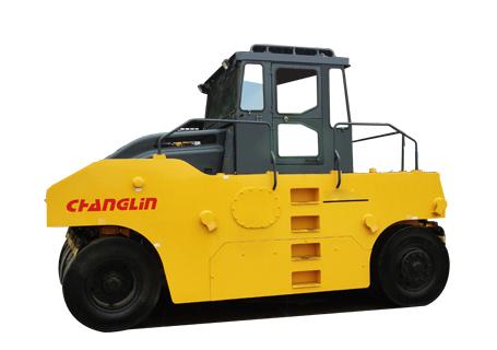 常林公司8202-5轮胎压路机