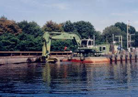 利勃海尔P947B Litronic浮式挖掘机