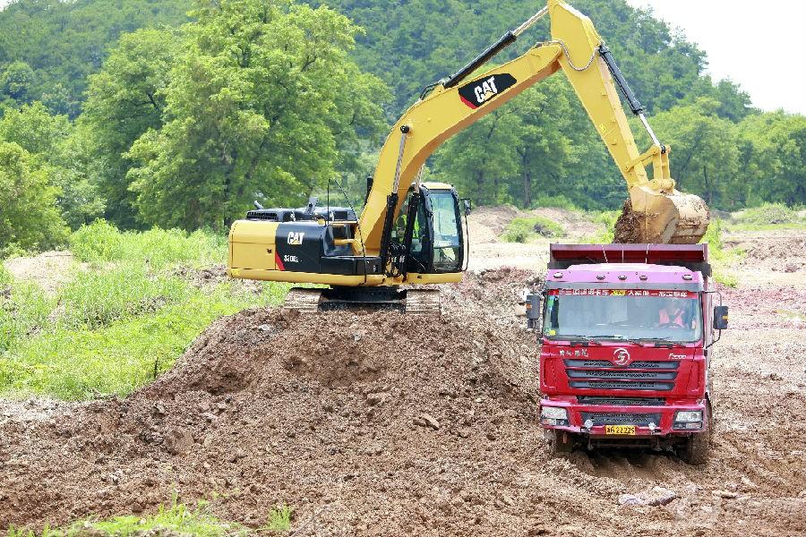 卡特彼勒320D2/D2L挖掘机