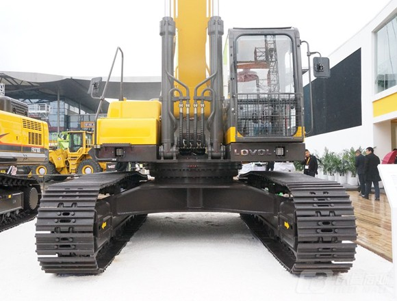 雷沃重工FR480E履带挖掘机