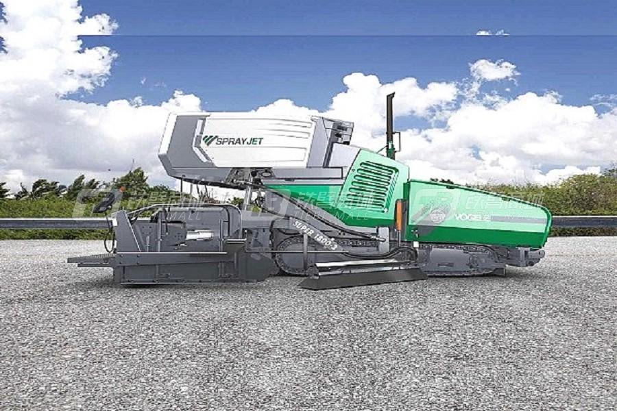 福格勒SUPER 1800-3装备喷洒模块的沥青摊铺机