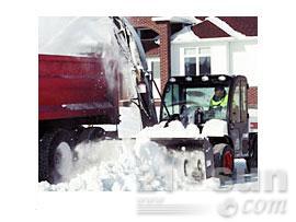 山猫吹雪机滑移装载机图片
