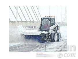 山猫斜角清扫器滑移装载机图片