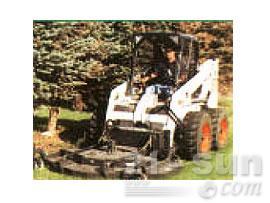 山猫草皮养护滑移装载机图片