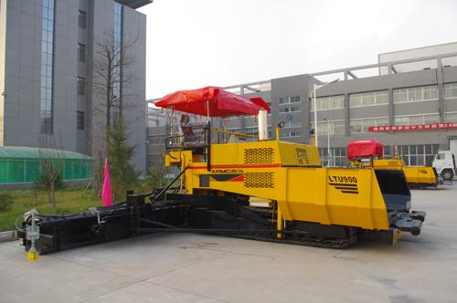 中交西筑LTU900沥青混凝土摊铺机外观图1