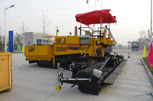 中交西筑LTU900沥青混凝土摊铺机外观图2