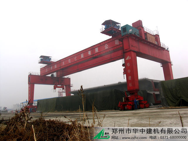 华中建机MEHZ双龙门式龙门吊图片