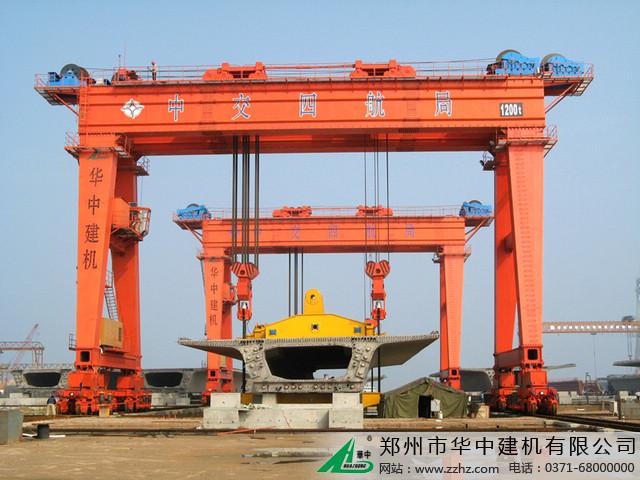 华中建机超大型龙门吊图片
