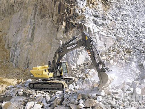 沃尔沃EC360B挖掘机外观图2
