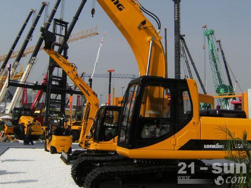 龙工LG6225挖掘机外观图2