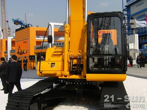 龙工LG6225挖掘机外观图3