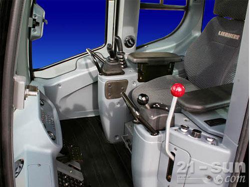利勃海尔LR 624 Litronic履带装载机外观图3