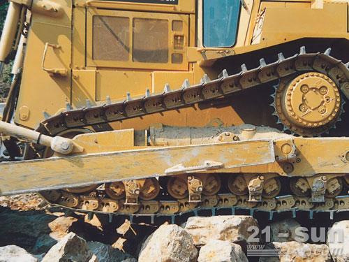 卡特彼勒D8R垃圾处理推土机外观图2